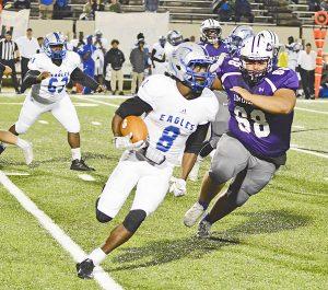 Port Neches-Groves junior defensive lineman Sergio Ayala tracks down Fort Bend Willowridge quarterback Kealton Goffney Friday evening. (Gabriel Pruett/The News)