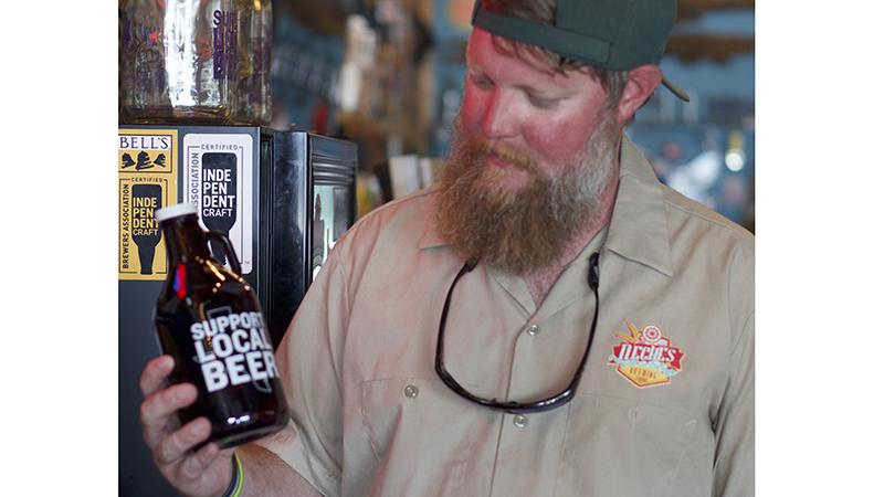 CONSEILS SEXUELS Neches Brewing Co., hôte d'un défilé de voiturettes de golf pour célébrer son anniversaire, réouverture - Port Arthur News