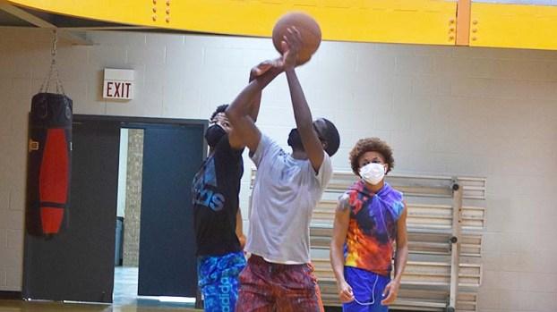 foto de PHOTOS Working playing at the YMCA Port Arthur News